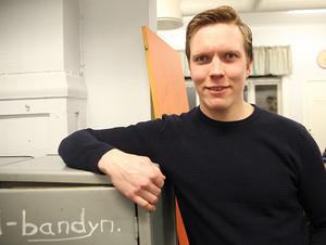 Under tre säsonger hängde världens kanske bäste tvåvägslirare i det slitna omklädningsrummet i gula huset på Sävstaås. Nu laddar Daniel Berlin om hemma i Göransson Arena.