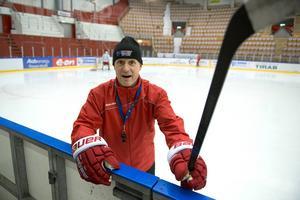 – Det är riktig hemmaplan för mig, säger Timråtränaren Roger Forsberg om Timrås matcher i Östersund där han vuxit upp.
