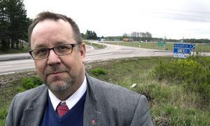 Motionerar. Olle Thorell vill få  E 18 utbyggd. Nu hoppas han på stöd i riksdagen.