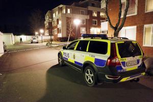 Flera polispatruller kallades till platsen klockan 17.42 då knivskärningen inträffade.