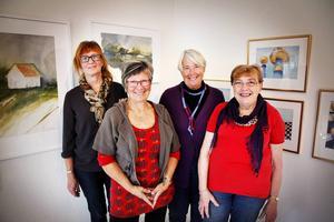 Några av medlemmarna ur Friko – Fria Konstutövares Förening i Jämtland/Härjedalen – som ställer ut på Galleri Renée under Konstens vecka. Från vänster: Ingrid Larsson, Ingrid Kristiansson, Ragnhild Möller och Karin Grandics.