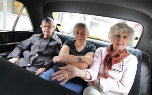 Margareta Berlin, Betty Gustavsson och Ulla Peters, för dagen flickor bak i bilen. Foto: Staffan Björklund