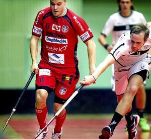 Kristoffer Asp (till vänster) och Granlo BK pallade för favorittrycket och tog klivet upp i Superligan.