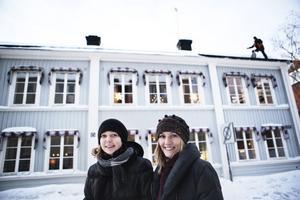 Malin Åberg och Lotta Prytz sköter till en början både det administrativa arbetet samt arbetet ute hos kunderna.