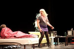 Christian Wallin klädde ut sig till Carro och fick många skratt från publiken.
