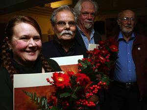 Stipendiaterna Annelee Larsson, Ulf Sundblad, Nils Olof Hedenskog samt prisutdelaren, skolordförande Boerje Bohlin.