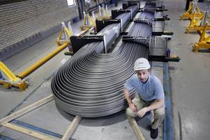 De färdiga rören bockas innan de levereras till kunden. Jan-Erik Sundström är nöjd med att Sandvik tagit beslut om att öka produktionskapaciteteten ordentligt.