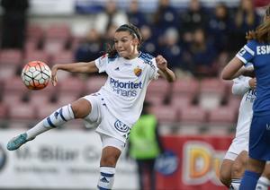 Djurgårdens Johanna Rytting Kaneryd skjuter  lagets enda mål i slutminuten mot Eskilstuna DFF och Djurgårdens IF FF på Tunavallen i Eskilstuna.
