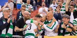 Filip Tronêt fick mycket kärlek av fansen efter den tunga 2–0-segern borta mot Örgryte i slutet av april. Foto: Michael Eriksson/Bildbyrån