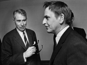 Moderatledaren Gösta Bohman samtalar med statsminister Olof Palme 1971. Foto: Svenskt Pressfoto / SCANPIX