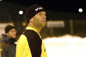 Johan Wilsson stod så sent som 2004 för Wettershaga och blev därefter målvaktstränare för SIF Norrtelje.