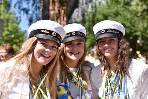 Glada elever från skidgymnasiet i Tingshusparken.