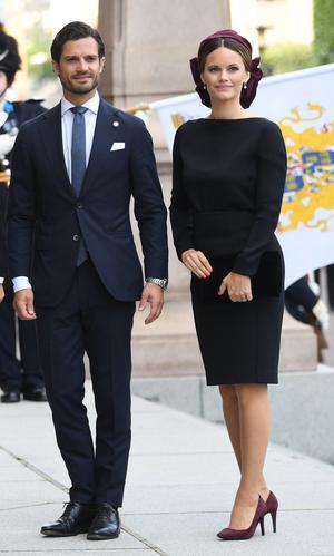 Prins Carl Philip och prinsessan Sofia, den senare från Dalarna, anländer till riksdagshuset i samband med riksmötets öppnande.