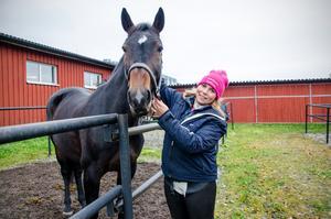 Sandra Swedell från Sundsvalls ridklubb kom trea i klassen med 130 centimeter under lördagen med hästen Grand Nova.