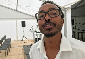 – Tänk dig att allt ska göras från grunden. Alla institutioner har varit borta. På det sättet är det väldigt spännande, säger Abukar Omarsson, svensk-somalisk nationalekonom som arbetat på finansdepartementet i Mogadishu och den somaliska centralbanken.