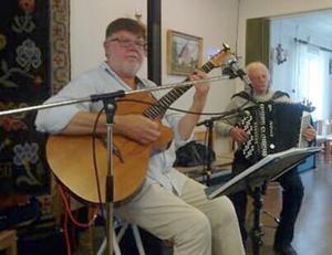 Kent Edlund och Boris Nordvall, från Hammarstrand, underhöll vid vårfesten i Stugun. Foto: Stefan Lindström