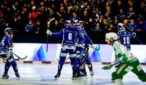 Villa krossade VSK med 7–0 hemma i Lidköping. Resten av mötena mellan lagen har varit jämna och dramatiska.