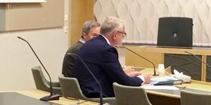 Karl Hedin och hans advokat Sven Severin i tingsrätten.