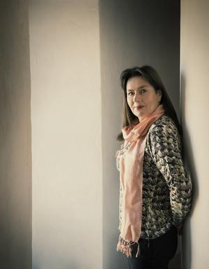 När Anna Jansson nu lägger sin feel good-karaktär Angelika Lagermark på hyllan, är det inte för alltid. – Jag gillar Angelikas värld väldigt mycket och jag tror på genren, man kan ta upp stora ämnen som organtransplantation och bröstcancer men blanda ut allvaret med ett stänk av humor och mycket värme. Foto: Leif Hansen