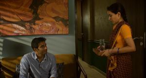 Den välbeställde arkitekten Ashwin (Vivek Gomber) utvecklar känslor för sin hushållerska Ratna (Tillotama Shome) i