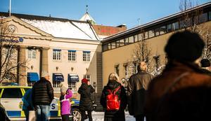 Mellan Nordea och Prismahuset sitter ett av de andra fyra konstverken. Och för den som inte ser på avstånd...