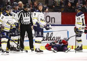 Johan Södergran blev liggandes på isen efter duellen med Thuresson.