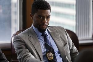 Chadwick Boseman spelar en polis som inte drar sig för att skjuta skurkar i