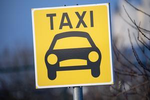 Taxibilar borde inte ha förbränningsmotorer, tycker Calle.