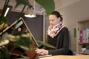 Karin Runesson delar rum med en annan egenföretagare och biolog, på Sturegatan i Falun.