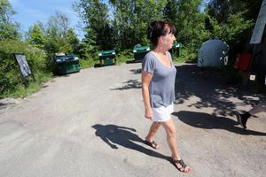 In och utfarten till återvinningsstationen i Lanna är inte den bästa och mest trafiksäkra.