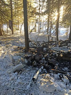 Skidföretaget Skistar har hävdat att man inte eldat upp någon olovlig bosättning i Lindvallen, utan att det handlar om en skräpsamling.  FOTO:ROBERT BERGSTRÖM