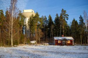 Som närmsta granne har Tony Nordström ett annat renoveringsobjekt om än på markplanet.