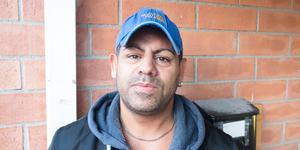 Ernesto Ciano överfölls av rånarna när han satte sig i bilen. Nu berättar han för tidningen vad som hände.