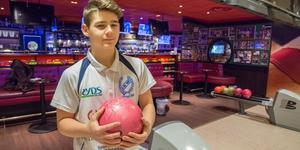Carl Eklund är Köpings stora bowlinglöfte. I veckan blev han uttagen i juniorlandslaget för att spela EM.
