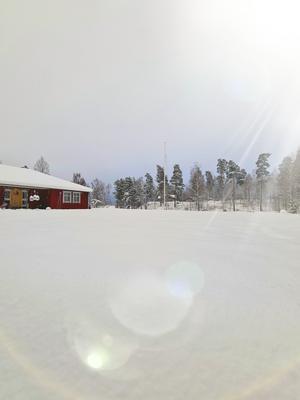 Snö och sol, det blev det på många håll i Södra Vätterbygden på onsdagen. Bild tagen i Gigeryd, Bankeryd. Foto: Jennifer Rosendahl