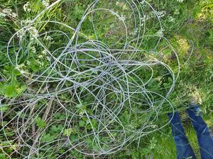 Sådana här kabelhärvor ligger utspridda lite här och var på Norröra. Foto: Ove Gerdin