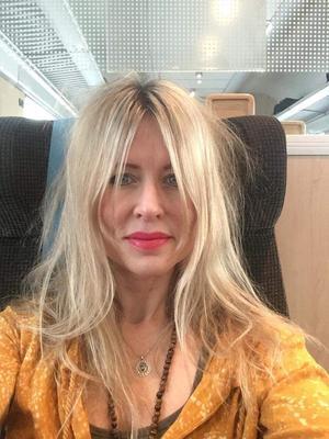 Linda Eriksson är journalist och bor i Stockholm. Hon älskar att resa men har lovat att inte flyga under 2019 för miljöns skull. Hon har även startat en namninsamling för att visa att det finns intresse för tågcharter. Foto: Privat