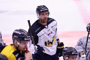 Martin Thörnberg tvingades ge upp comebackförsöket efter bara två matcher. Men nu tränar lagkaptenen med resten av laget igen.