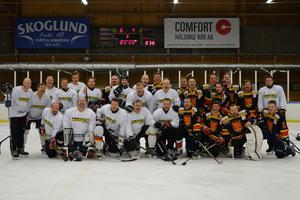 Warpen Hockey och Ånge IK, två rec-hockeylag som möttes för första gången.