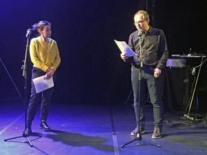 Skådepelarna Bodil Malmberg och Anders Larsson läser berättelser av människor som upplevde den stora skogsbranden 2014.