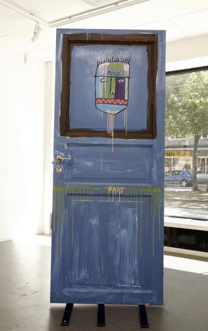 """Ovanligt klar. Den ena sidan av dörren """"This is Not a Door, it´s a map"""" är relativt renodlad och klar..."""