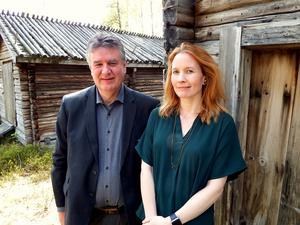 Thomas Näsholm (S), ordförande för Stiftelsen Länsmuseet Västernorrland, anser inte att man konkurrerar med privat verksamhet. Vid hans sida står museichefen Jenny Samuelsson.