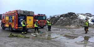 Det var i början av februari som räddningstjänsten i Skultuna larmades till tippområdet längs Tibblevägen efter att en brand utbrutit. Släckningsarbetet pågick under natten.