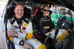 Lundberg med sin kartläsare David Arhusiander.  Foto: Josef Petru