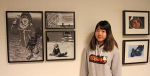 Yui Takagi vill lyfta fram det inre barnets förmåga att leka i sina julbilder. Till höger två av Pia Fridells fotografier av fridfullhet.