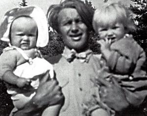 Maken Niklas med barnen Malin (född 1946) och Lena (född 1945). Foto: Privat