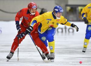 Februari 2013. VM i Vänersborg. Här sätter Englund stopp för den väldige ryssen Evgeny Ivanushkin. Bild: Anders Wiklund / Scanpix