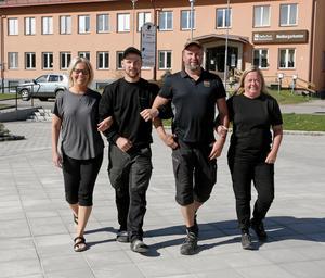 På gång mot ännu en torghandelsdag i Ramsele. Fr v Susanne Henriksson, Mattias Nordin, Christer Karlsson och Li Berglund.