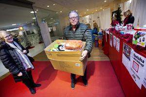 Lena och Roger Westblom kom med en hel kartong med saker från egna butiken i Hedesunda.  I mars 2018, efter 25 år, stängde Roger Westblom GNK Lagerköps varor i Hedesunda.