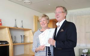 Bilden är från 2016, då landstingsrådet Ingalill Persson (S) gav bort landstingets alla aktier i Dalhalla till Sten Johannisson Thörne, ordförande för vänföreningen Dalhalla Opera.